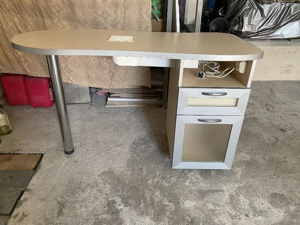 Маникюрный стол, тумба