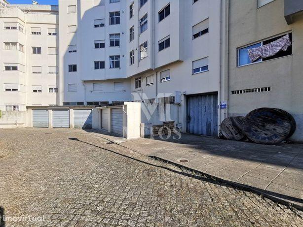 Armazém, para venda, em Santa Maria Maior