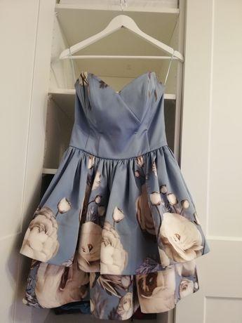 Piękna gorsetowa sukienka