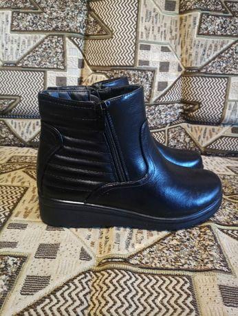 Продам новые демисезонные ботинки. Размер 40. В рублях 1300.