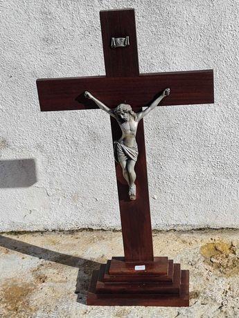Crucifixo Madeira com Cristo em estanho