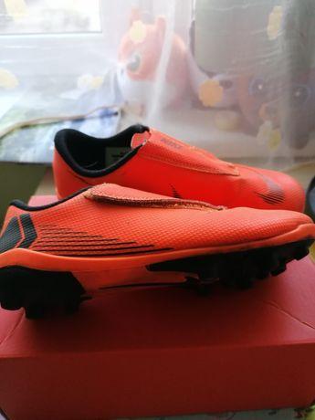 Nike Jr Vapor Korki 31