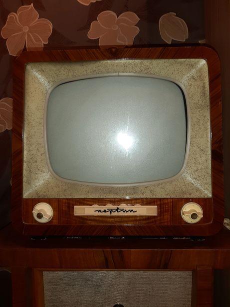 Stary odbiornik telewizyjny Neptun C