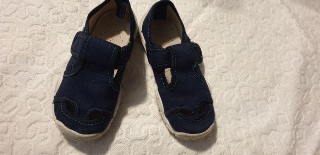 Sandałki, kapcie Smyk r 27