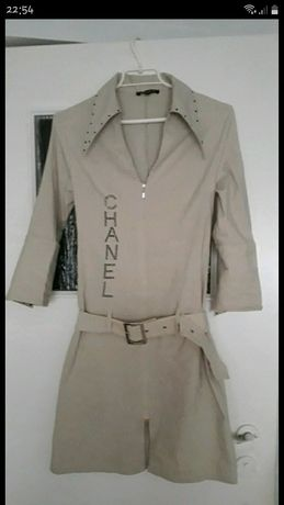 Sukienka z kołnierzem w szpic