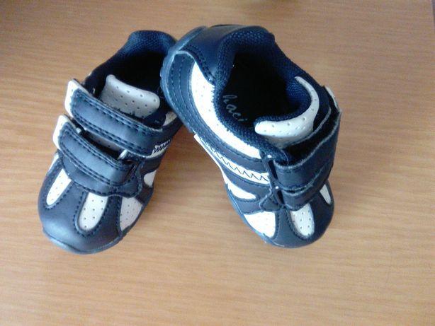 Кроссовки на мальчика для самых маленьких