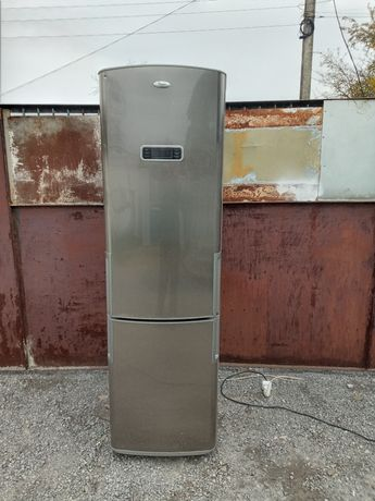 Срочно продам двухкамерный холодильник Whirpool No Frost недорого