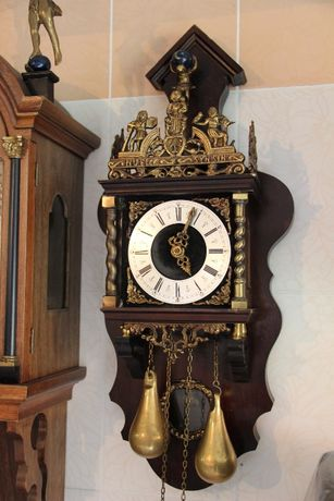 Настенные часы антикварные