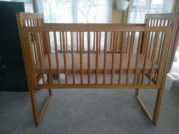 Детская кроватка, ручная работа ( дубовая ), в хорошем состоянии