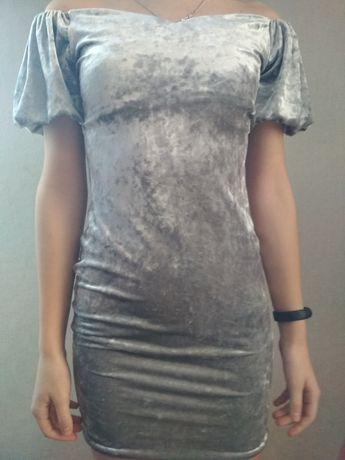Жіночі плаття в ідеальному стані,42 розміру