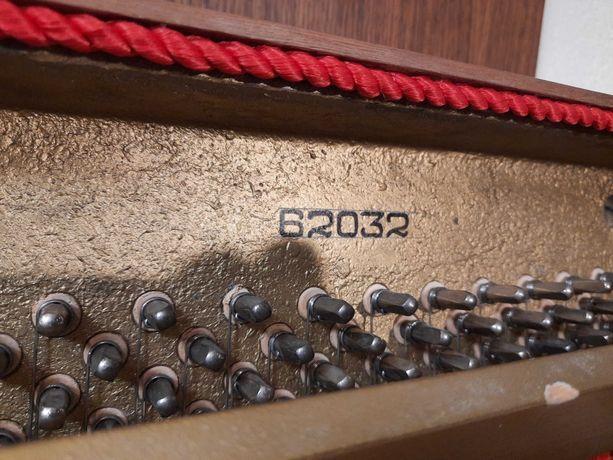 Sprzedam pianino Calisia+krzesło.