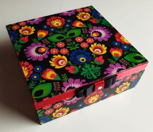 Pudełko drewniane,czarne, folk, kwiaty, decoupage, zastrzyk gotówki