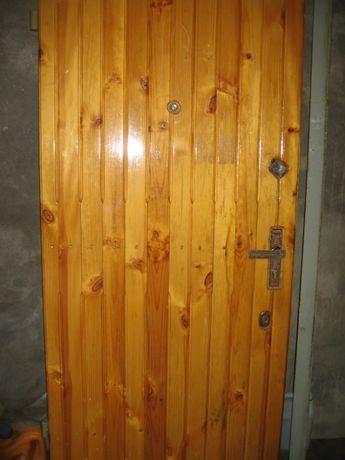 Продам входные бронированные металлические двери с коробкой . 900 х 20