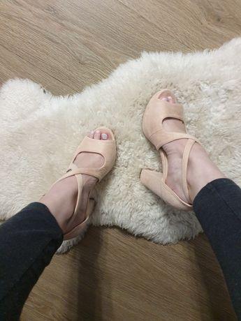 Sandalki na słupku rozmiar.36