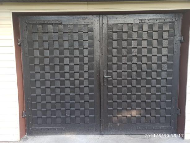 Drzwi garażowe dwuskrzydłowe drewniane