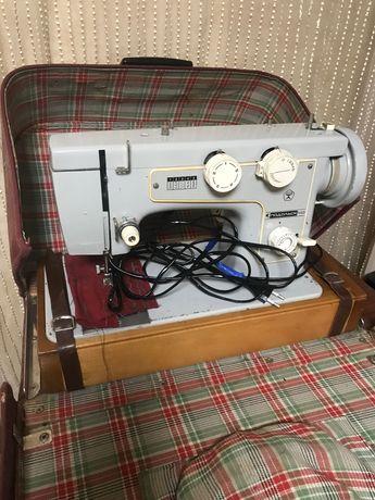 Машинка швейная «Подольск 142.  с електроприводом.