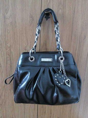 Jane Norman torebka torba czarna skóra lakierowana pojemna brelok