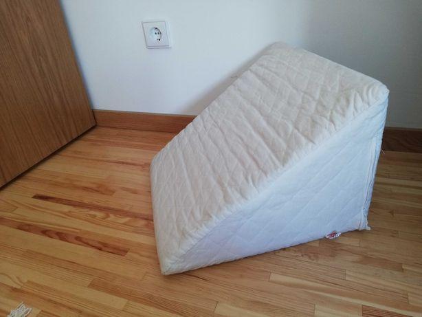 Almofada de encosto branca como nova