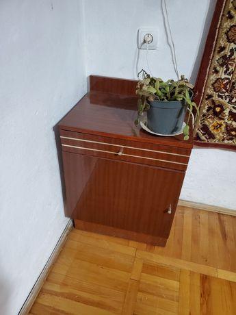 Мебель спальня шкаф.2 тумбочки и камод с зеркалом