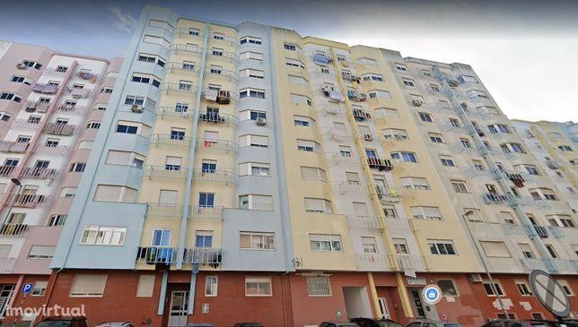T2 Stª Marta do Pinhal com 2 WC