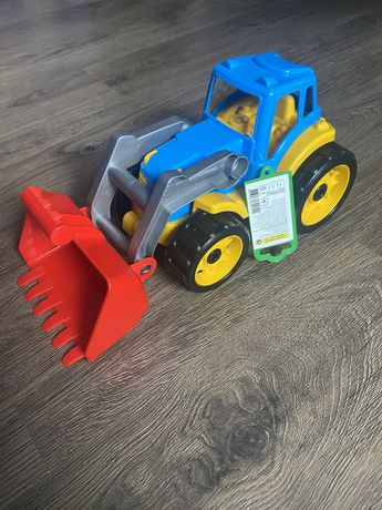 Продам синий трактор