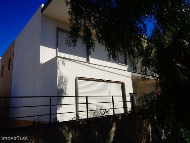Moradia V4 a estrear em Albarraque
