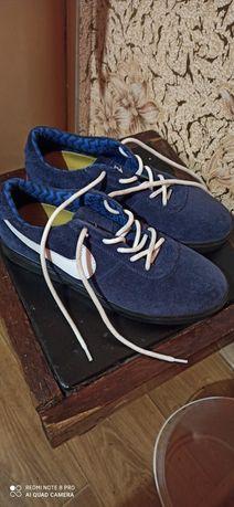 Продам замшеві кросовки