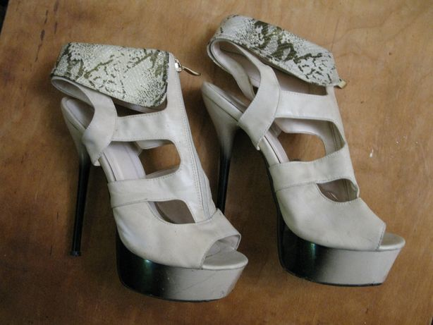 Женские босоножки Lanisa на высоком каблуке 39 размера б\у