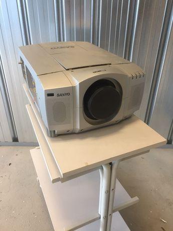 Sprzedam projektor SanYo.