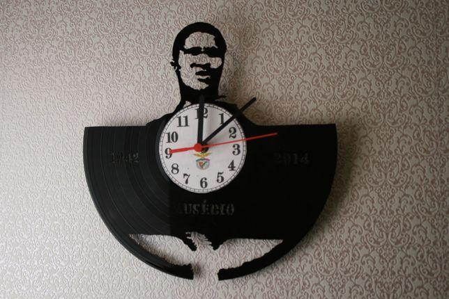 Relógio de Parede em Vinil de EUSÉBIO