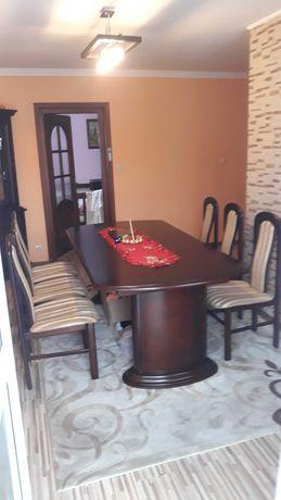 Stół+6 krzeseł i 2 witryny do pokoju gościnnego.