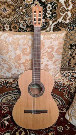 Классическая гитара Alhambra Z Nature BAG с чехлом 4/4