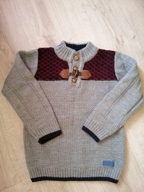 Тёплый свитер на 6-7лет.
