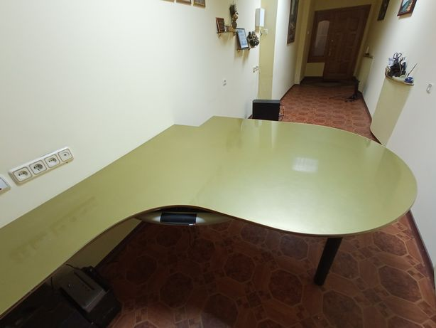 Стіл оригінальний зручний практичний для офісу або майстерні