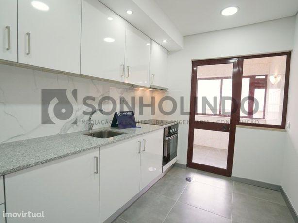 Apartamento T2 com Varanda Renovado