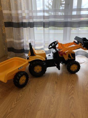 Продам детский педальный трактор.