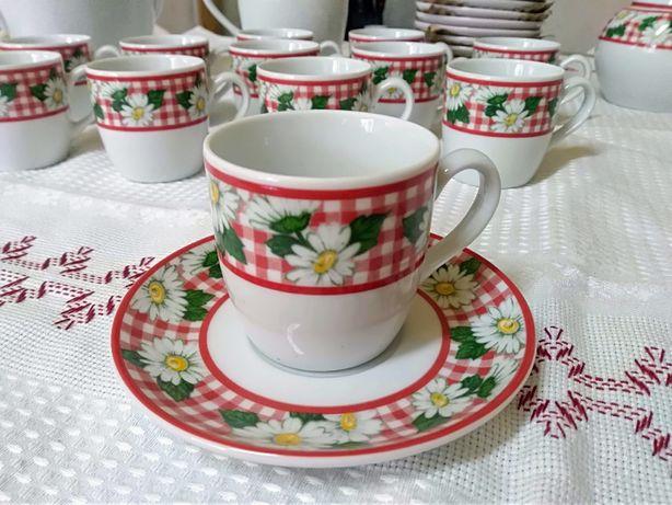Serviço de café, em porcelana, marca Costa Nova, modelo Galesia