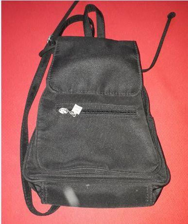 mały czarny plecak