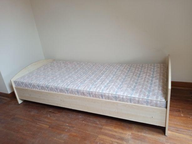 Zadbane łóżko sypialniane