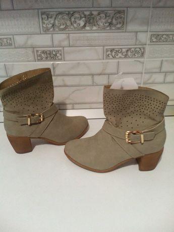 Жіночі черевички нові