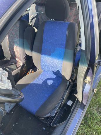 Fotel kierowcy z podłokietnikiem Opel Zafira A