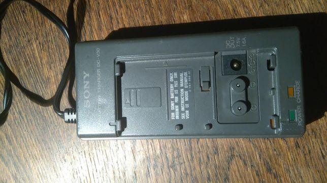 Samochodowa ładowarka do kamery 8 mm oraz jej akumulatorów