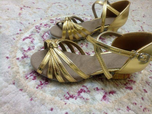 Туфли для бальных танцев 22см, новые