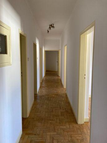 Apartamento T4+1 para arrendar Montes Claros c/varanda