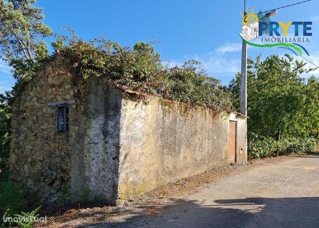 Casa de alvenaria no estado de ruínas situada em Castelo - Sertã