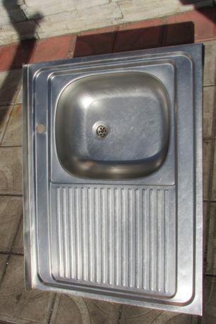 кухонна мойка із нержавіючої сталі
