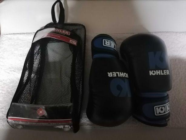 Caneleiras e luvas de kickboxing de criança