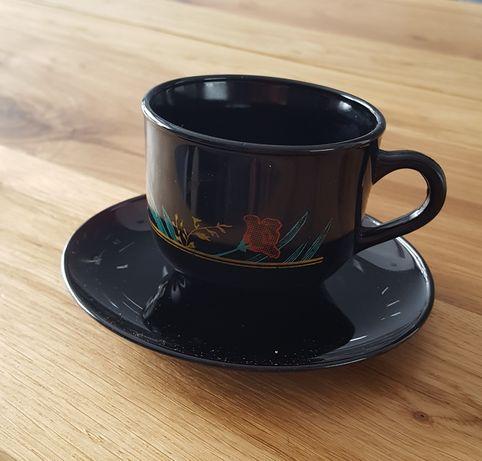 Zestaw kawowy - czarne filiżanki w róże