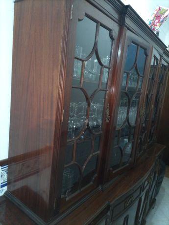 Móvel de sala com cristaleira