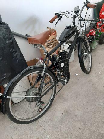 Bicicleta com motor auxiliar  como nova
